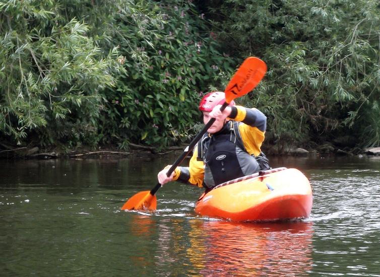 river-strokes-kayak-edging