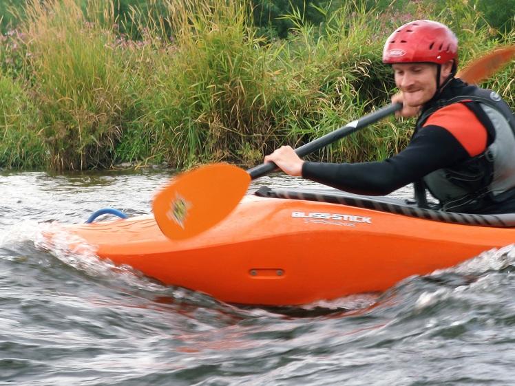 river-strokes-kayak-wave-surfing